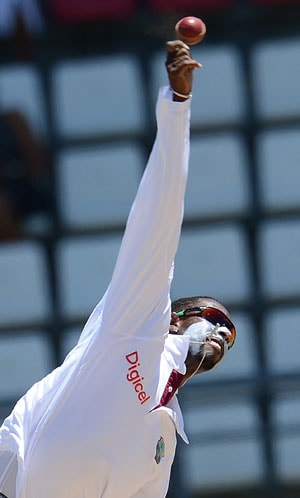 West Indies spinner Shane Shillingford suspended from bowling in international cricket