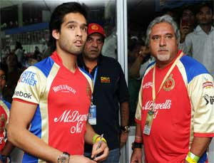 Sidhartha tweeted his impressions about lady's conduct: Mallya