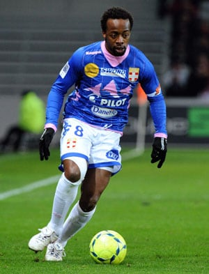 Despite winning seven league titles, Sidney Govou re-signs for Lyon as an amateur!