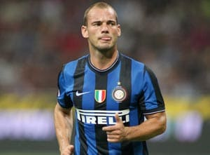 Sneijder keeps door open on move to United