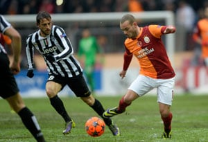 Champions League: Wesley Sneijder fires Galatasaray into last 16