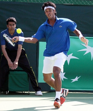 Delhi ATP Challenger: Somdev Devvarman through, Yuki Bhambri crashes out