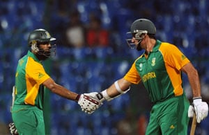 South Africa defeats Australia by seven wickets