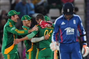 South Africa win 2nd ODI against England, top world rankings