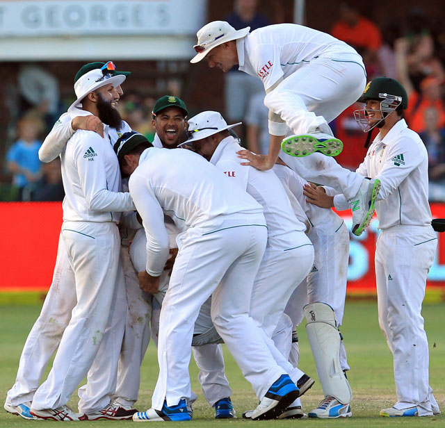 South Africa beat Australia by 231 runs in second Test to level three-match series