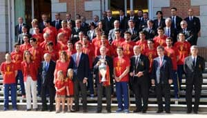 Euro 2012: Spanish heroes return to a rousing welcome