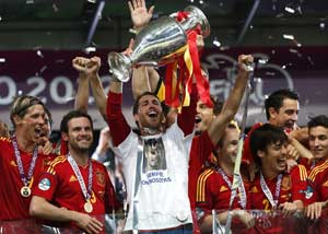Euro 2012: Spanish players honor deceased after win