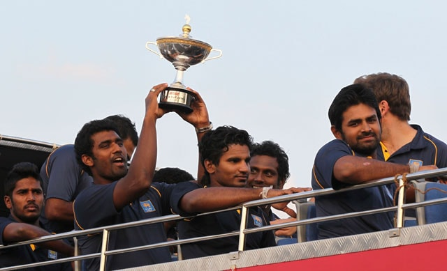 Asia Cup champions Sri Lanka get rousing reception back home
