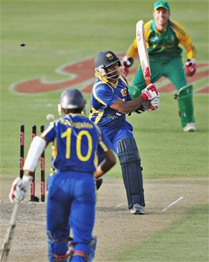 Sri Lanka govt orders probe after defeats