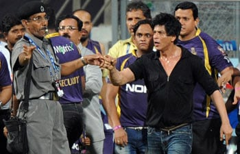Amid Wankhede Stadium ban controversy, Shah Rukh Khan meets Knight Riders