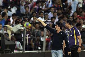 Shah Rukh Khan to cheer for Royal Challengers Bangalore!