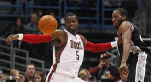 Jackson helps Bucks top Spurs 106-103