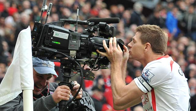 Steven Gerrard eyes defining moment as Liverpool F.C. chase title