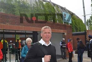Walk-the-talk: Vauxhall to The Oval with Alec Stewart!