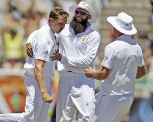 3rd Test: Sri Lanka in danger of innings defeat