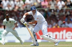 Andrew Strauss fights back to lift England