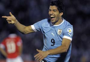 Suarez scores four as Uruguay crush Chile 4-0