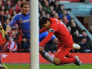 Luis Suarez saves Liverpool vs Chelsea after 'biting' shame