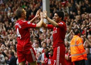 Gerrard's return overshadowed by Suarez show