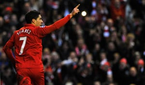 Steven Gerrard urges Luis Suarez to give Liverpool another year