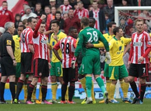 Premier League: Sunderland frustrated by 10-man Norwich