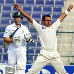 Pakistan beefs up bowling attack for South Africa