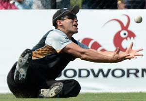 Shoulder injury to keep Ross Taylor out