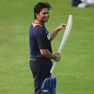 Sachin Tendulkar urges cricket fans to back MS Dhoni's Team India in crisis