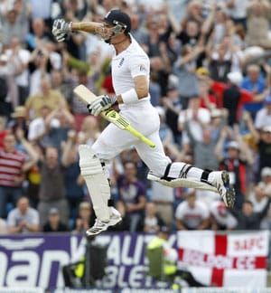 2nd test: Spectacular Pietersen lifts England hopes against South Africa