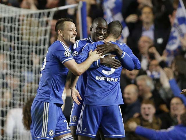 Chelsea F.C. skipper John Terry says pressure on Liverpool F.C. and Manchester City now