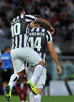 Serie A: Fernando Llorente, Carlos Tevez send Juventus top