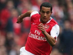 Walcott will not quit Arsenal, assures Arsene Wenger