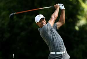 Tiger Woods fires 65 in Round 2 to claim lead at Torrey Pines