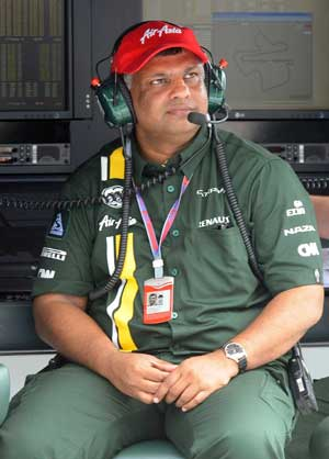 Tony Fernandes backs F1 share sale