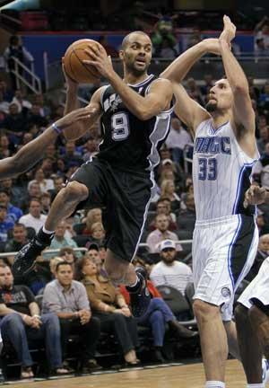 Parker lifts Spurs over Magic 85-83