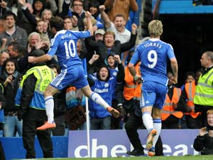 Mata strike keeps Chelsea in race for fourth