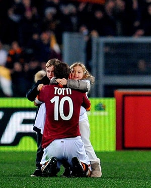Historic Francesco Totti inspires Roma to 3-1 Genoa win