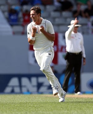 3rd Test: New Zealand 35/3 after big first innings lead of 239 over England