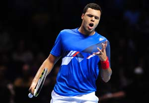 Jo-Wilfried Tsonga edges past Julien Benneteau at Paris Masters