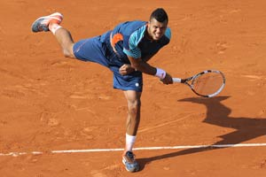 Tsonga overcomes jitters to make French Open last 64