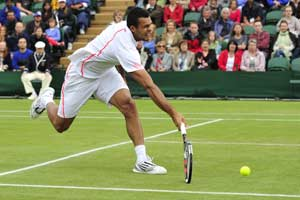 Tsonga fights past Fish to reach quarterfinals
