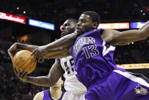 Kings stun Spurs on the road in last minute