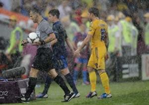 Euro 2012: Ukraine vs France game resumes