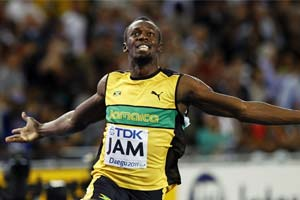 Cayman Invitational: Usain Bolt wins 100m in photo finish