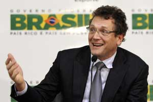FIFA's Valcke apologises to Brazilian government