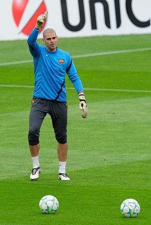 Barcelona keeper Victor Valdes given 4-match league ban