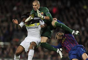 Victor Valdes refuses to renew Barcelona contract