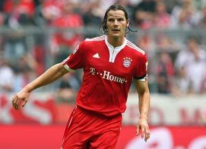Van Buyten makes comeback in bid to face Chelsea