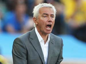 Dutch coach van Marwijk to sign new deal