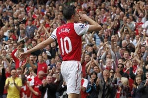 Arsenal's van Persie rubbishes quit claims